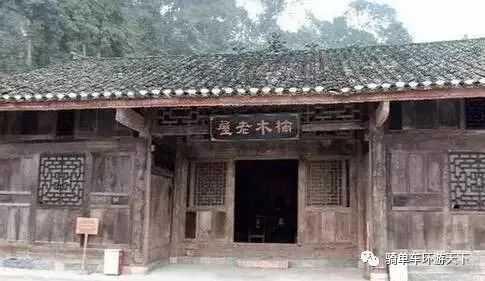 """中国最""""土豪""""的贫困户,房子全部为金丝楠木打造"""