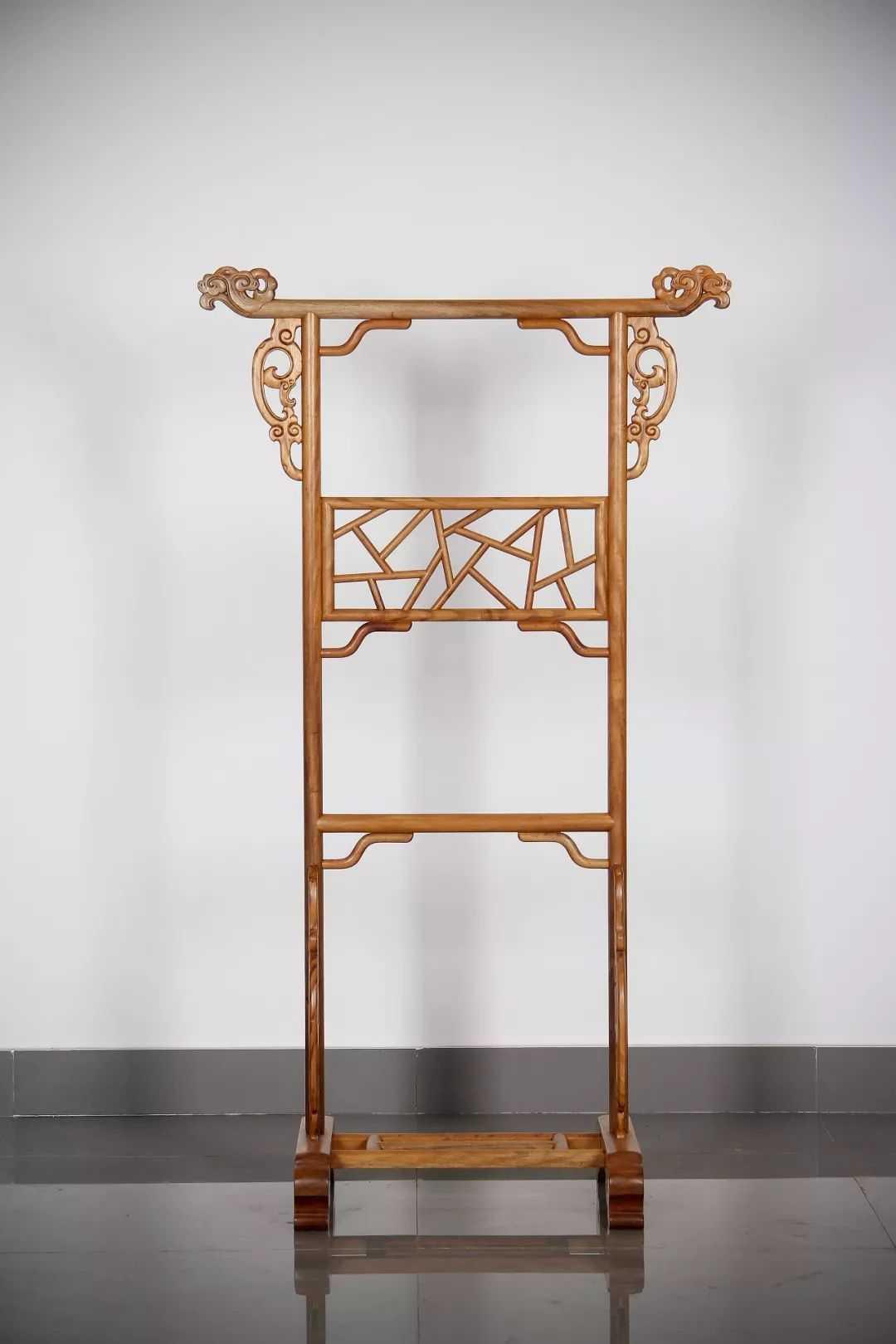 金丝楠实木中式古典灵芝小衣架