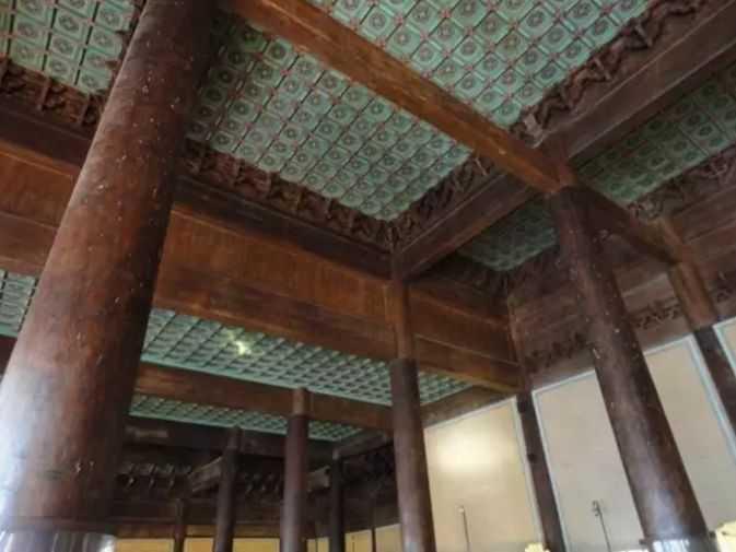 苗族破屋竟是用10颗千年金丝楠木建成,价值8亿